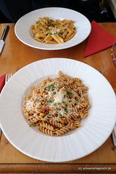Vollkornpasta Vital mit Mais, Pesto und Tomaten