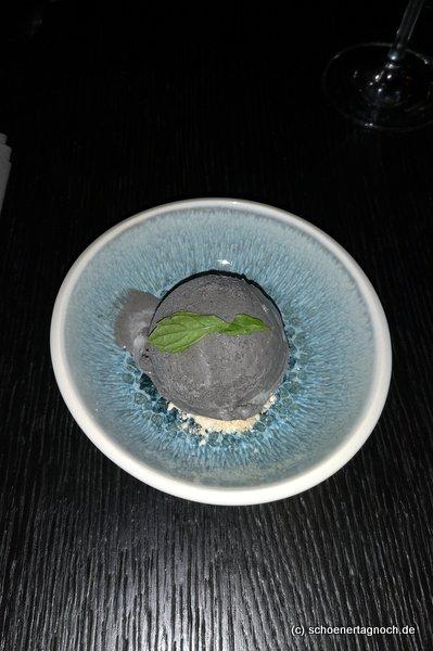 schwarzes Sesameis, Dessert im Tawa Yama in Karlsruhe