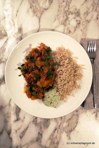 Blumenkohl-Kürbis-Curry mit Linsen, Naturreis und Cashew-Chutney
