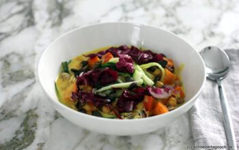 Kichererbsen-Kürbis-Curry mit Zucchini und Radicchio
