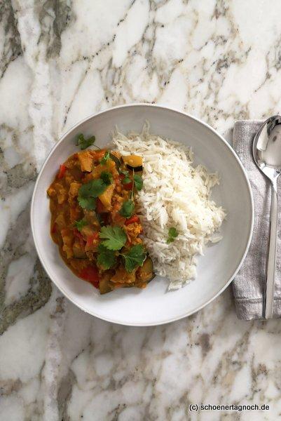 Ayurvedisches Gemüse-Dal mit roten Linsen und Basmati-Reis