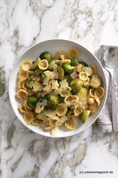 Orecchiette mit Rosenkohl, Zitrone, Chili und Parmesan