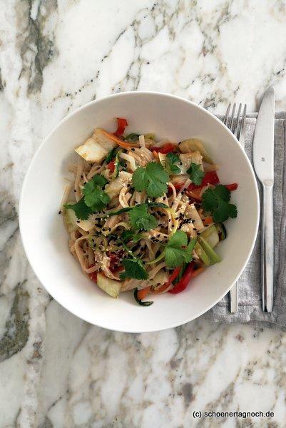 """Thai Curry Nudeln aus dem Kochbuch """"Einfach himmlisch gesund"""""""