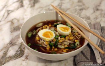 Miso-Ramen mit Mais und Ei