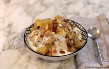 Hirse-Porridge mit Apfel-Zimt-Kompott