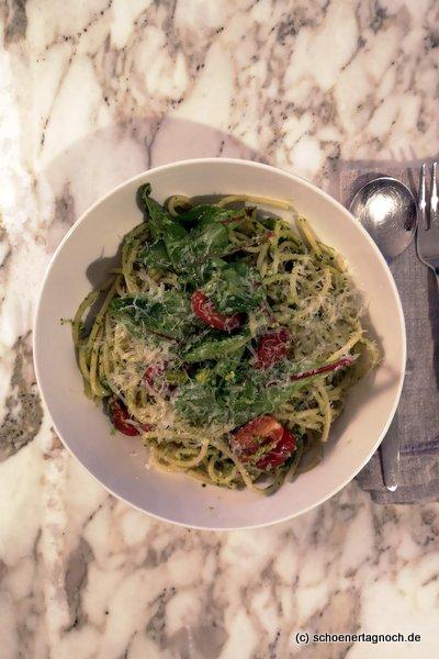 Spaghetti mit Rucola-Kräuter-Pesto