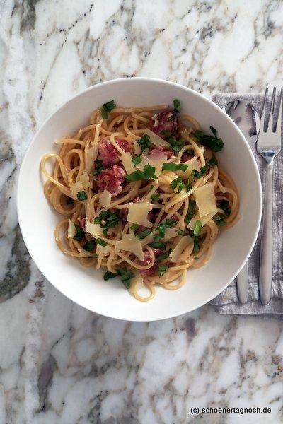 Spaghetti mit Salsiccia-Chili-Carbonara