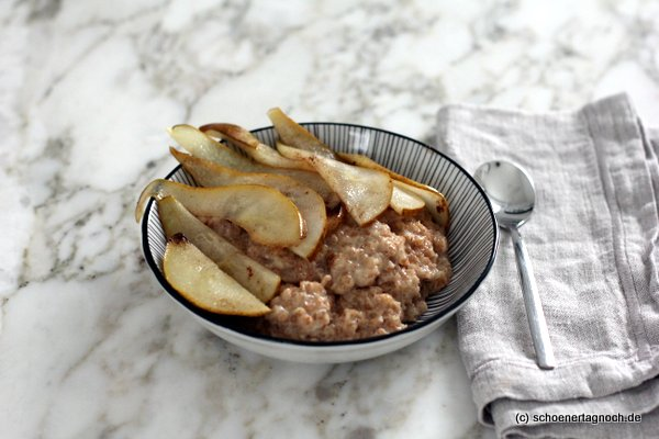 Dinkel-Porridge mit Zimtbirne