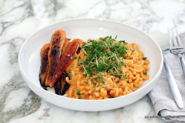 Gobbetti (Hörnchennudeln) mit Curry-Karotten und Karotten-Ziegenfrischkäse-Sauce