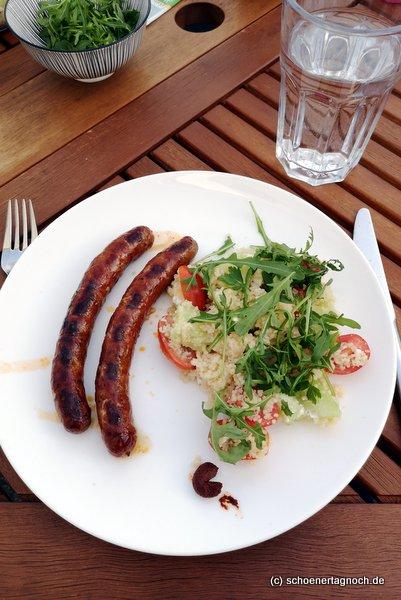 Gegrillte Merguezwürstchen mit Couscous-Salat