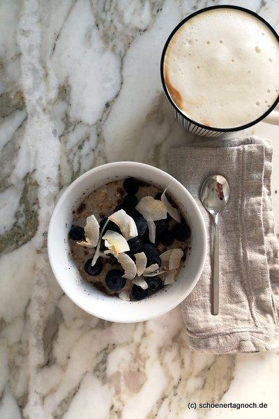 Overnight Oats mit Heidelbeeren und Kokoschips