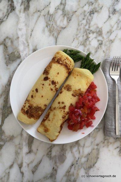 Spargel-Crepes mit Tomatensalsa