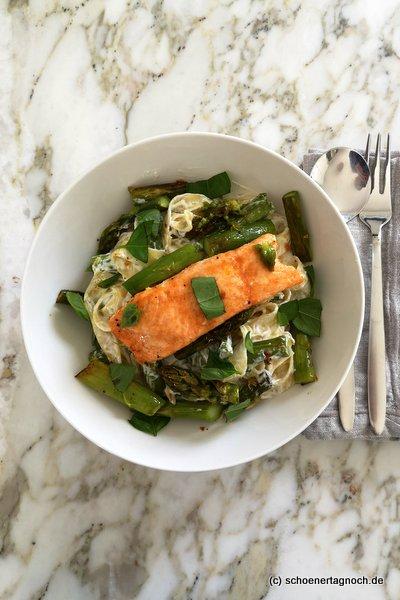 Tagliatelle mit Ofen-Lachs und grünem Spargel
