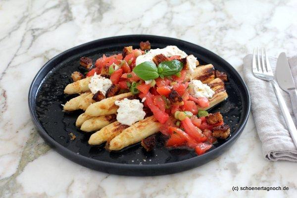 Gerösteter Spargel mit Tomaten-Nussbutter