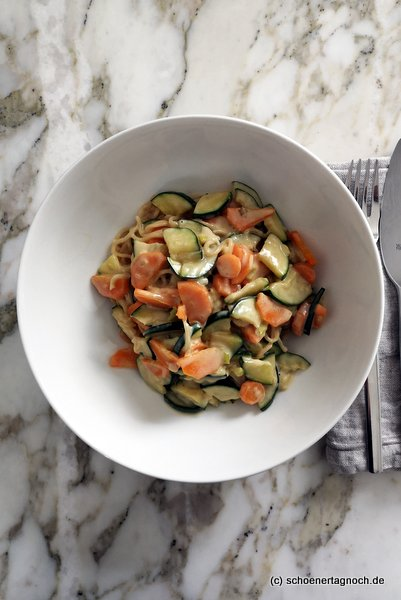 Mienudeln mit Wokgemüse und Kokosmilch