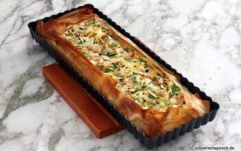 Spargel-Filoteig-Tarte mit Minz-Mandel-Gremolata