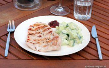Zum Grillen: Honigmelonen-Gurken-Salat mit Ingwer und Dill-Joghurt-Dressing