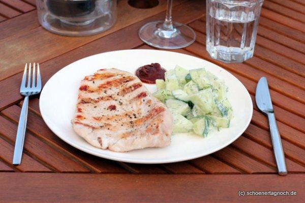 Honigmelonen-Gurken-Salat mit Ingwer und Dill-Joghurt-Dressing