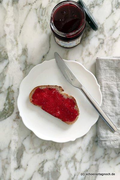 Marmeladenbrot mit Johannisbeergelee