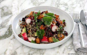 Quinoa-Salat mit Süßkartoffel, Radieschen und Avocado