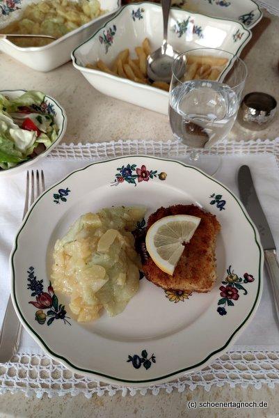 Schnitzel und Kartoffelsalat