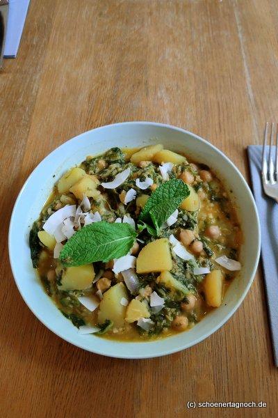 Kartoffel-Kokos-Bowl mit Spinat und Kichererbsen