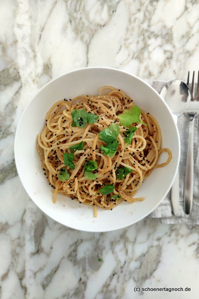 """Schnelle Miso-Spaghetti mit Koriander aus """"Meine japanische Küche"""" von Stevan Paul"""