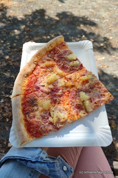 Pizza Hawaii vom Filmpalast beim ZKM