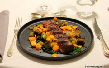 Rehrücken mit Wirsing, Karotten und Petersilien-Croutons
